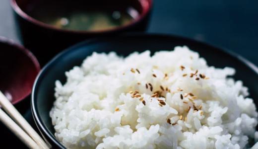 米に混ぜるだけでダイエット。ご飯を食べながら糖質オフできる方法【オススメ2選】